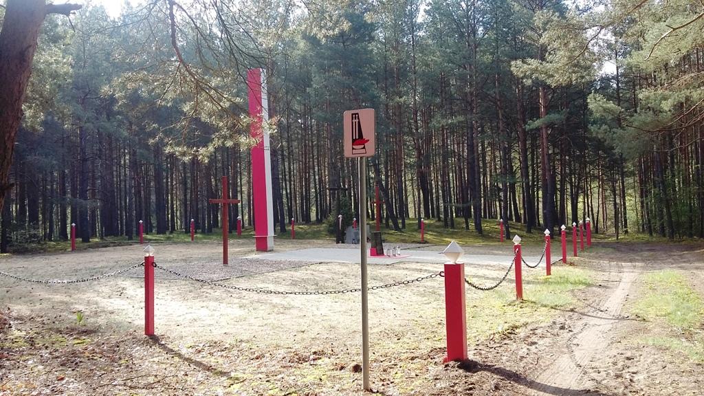 Gedenkstätte für Opfer deutscher Verbrechen 1939 in Klamry (Foto 02.05.2020)